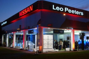 4_industriebouw_garage_showroom_toonzaal_leo_peeters_vilvoorde_nissan_renovatie__tmb