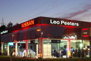 5_industriebouw_garage_showroom_toonzaal_leo_peeters_vilvoorde_nissan_renovatie__tmb