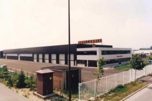 2_industriebouw_kantoren_werkplaats_dhollandia__tmb